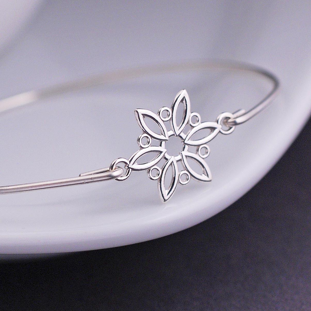 Snowflake Charm Bracelet: Snowflake Bracelet Winter Fashion Snowflake Jewelry