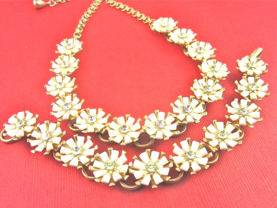 Vintage 50s Lucite and Rhinestone Flower Necklace and Bracelet