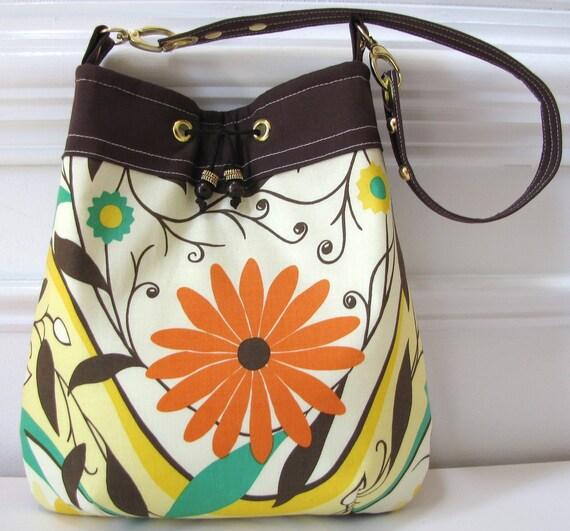 Shoulderbag Purse Handbag in Brown and Cream Floral Print