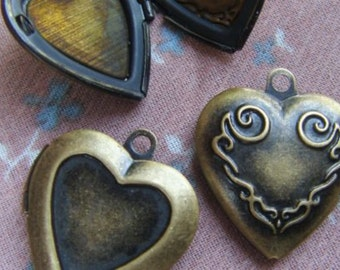 HEART LOCKET 20x20mm (in antique brass tone) Code 128