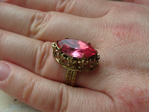 FREE SHIPPING Vintage Ring Pink Marquise Rhinestone