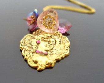 Marie Antoinette - Romantic Vintage Cameo Charm Necklace