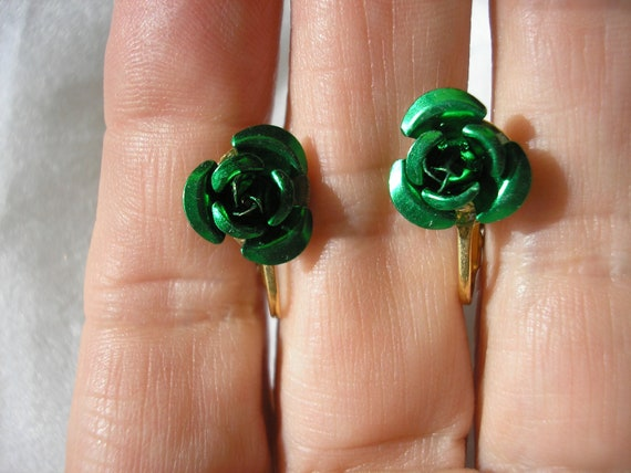 "Play Earring - Clip - Rosebud - Green - Metal - 3/8"""