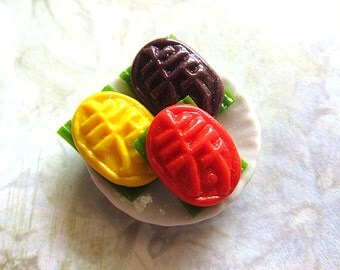 3 Pieces Colorful Ang Ku Kueh On Round Plate I Miniature Food Ceramic Plate Traditional Asian Oriental Dessert Pastry Sweet Cute