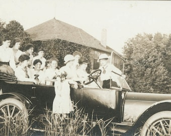 vintage photo 12 women and little Girl in Car