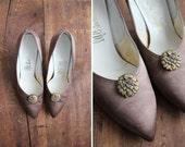 SALE - 1950s silk heels / vintage satin pumps / size 6.5 - allencompany