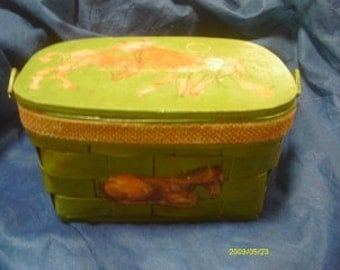 Vintage wicker purse with hingled lid and lined inside. Horse design. Green