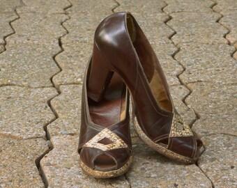 Vintage 1940s  brown leather peep toe babydoll heels