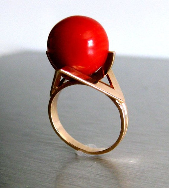 SALE-Stunning 12mm Mediterranean Red Coral Orb-14k Solid Gold Vintage Ring-US size 5