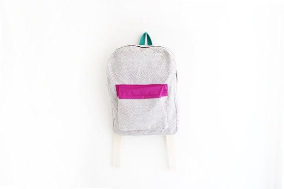 Grey geometrical print backpack with magenta pouch