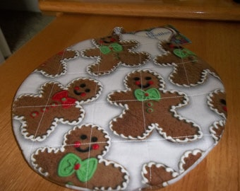 Gingerbread Men Christmas Round Hot Pad or Pot Holder Cotton Fabric 9 Inches on Off White Background