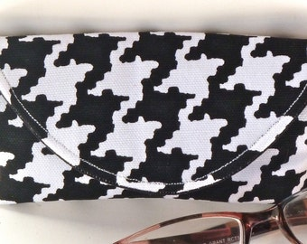 Black White Houndstooth Reading Eyeglass or Sunglass Case with Magnetic Closure