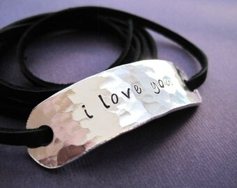 Personalized Bracelet - i love you - Hammered texture - Leather Wrap