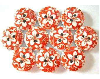 10 Wood buttons 15mm white flower on red surface