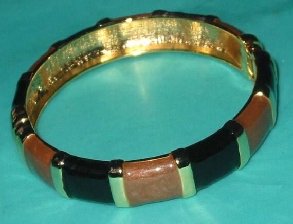 Vintage MOD 80s Black and Tan Enamel Clapper Bangle Bracelet