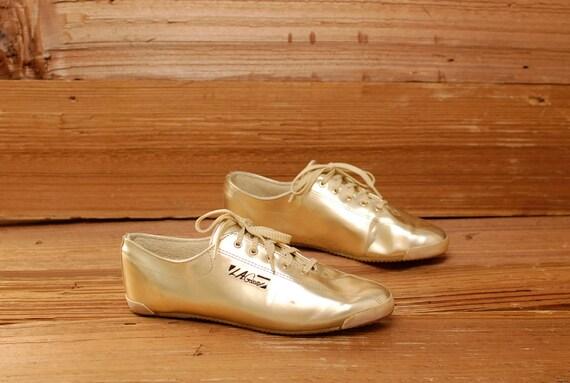 size 9.5 LA GEAR metallic leather 80s GOLD lace up tennis shoes