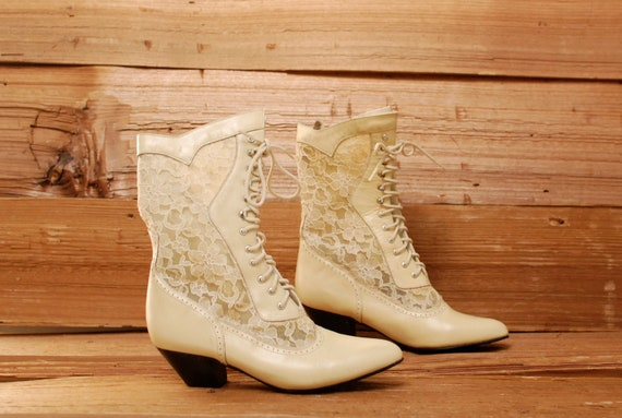 size 8 LACE creamy white leather 80s SOUTHWEST spectator LACE up ankle boots