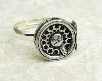 Fly Fishing Reel Ring. Antiqued Pewter Silver Plated Ring