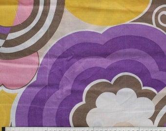 SALE - Seventies vintage floral fabric - 1 yard