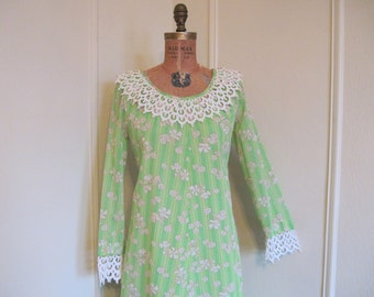 1960s SUPER MOD Green Striped Hawaiian Maxi Dress with Flocked Swiss Dots Oversized Lace Collar  - size large to extra large