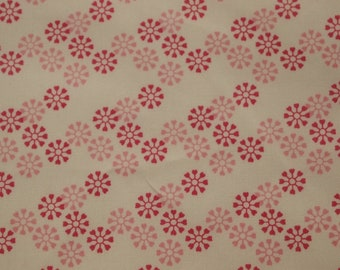 vintage 80s novelty print fabric, featuring pretty pinwheel flower design, 1 yard, 12 inches