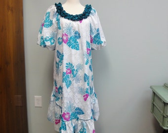 Vintage Hilo Hattie Hawaiian Dress, Teal, Turquoise, White Muu Muu, Hawaiian Quilt Print, Medium