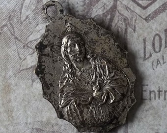 Stunning Art Deco Catholic Metal Scapular Sacred Heart Of Jesus And Our Lady of Mt. Carmel Scalloped Edge RARE