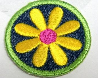 Yellow Daisy Iron-on Patch / Merit Badge