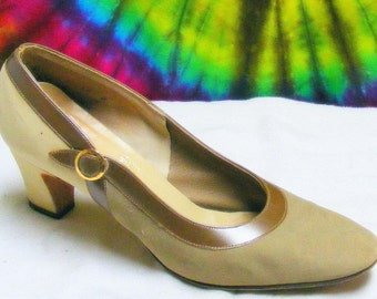 Size 6 B vintage 60's tan suede leather DELISO heels pumps shoes