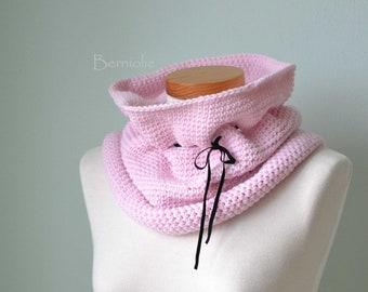 Pink crochet cowl H827