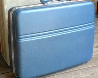 COOL ICE SUITCASE, steely blue, molded vinyl, vintage luggage, Hawthorne, travel bag, retro baggage