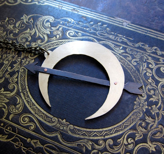 Luna . Victorian Inspired Crescent Moon and Arrow Necklace
