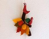 Autumn hanging ornament - Leaves, birds and acorns - Autumn colors.