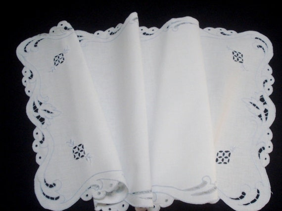 Vintage Linen Madeira Table Runner Hand Embroidered MINT