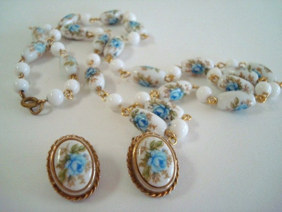 Vintage Glass Bead Necklace with Matching Clip On Earrings