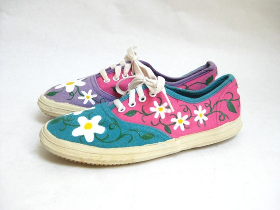 SALE....Vintage Flowered Lace Up Canvas Sneakers. Size 5