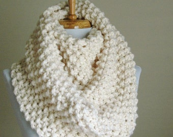 Chunky Knit Infinity Scarf Hand Knit Infinity Scarf, Knit Scarf, Women Scarves Knitted Neck warmer Winter Scarf, Neutral Cream, Winter White
