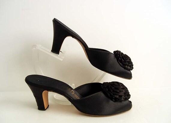 1940s shoes / Black Rosettes Vintage 40's Satin Boudoir Slippers Cuban Heel Shoes