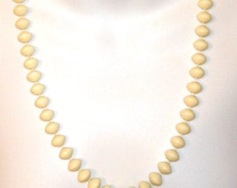 vintage space age off white beads necklace