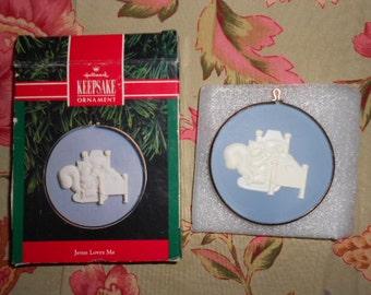 Cameo Dated 1991 Hallmark Keepsake Ornament Jesus Loves Me in origional box with price tag