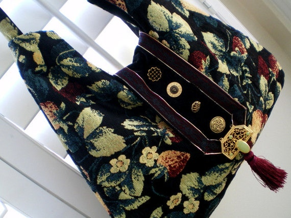 FREE SHIPPING, crossbody, Hobo, purse, boho, tapestry, slouch bag, tote, hip bag, gypsy, Moroccan jewelry piece