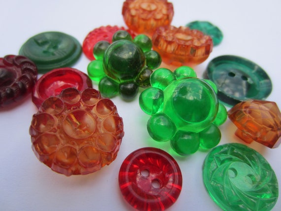 Vintage Buttons - Lot of 14 transparent yet colorful,red, green, amber Vintage Plastic Buttons (no.2032)