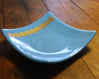 Turquoise Blue Glass Bowl with Moroccan Style Filigree in Copper Mica