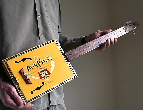 cigar box guitar no 54 don tomas acoustic electric by squier. Black Bedroom Furniture Sets. Home Design Ideas
