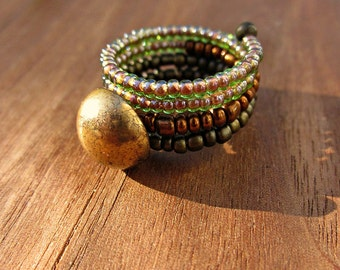 Beaded Adjustable Size 7 Wide Memory Wire Ring with Vintage Gold Button: Ziba WAS 11.00