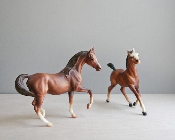 breyer horses / set of two