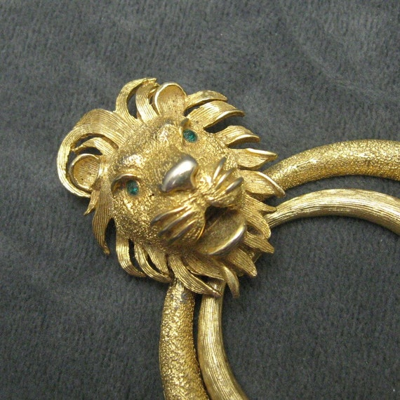 Large Lion Pendant C4626