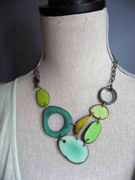 Green adjustable bib style necklace