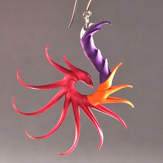 Kukulkan Tricolor Small Swoop Earrings