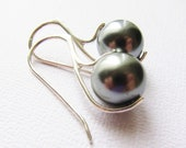 Tahitian Glow Pearl Earrings, South Sea Sterling Silver 925, Dark Silver Pearls, Pearl Earrings, Sleek Earrings, Custom colors